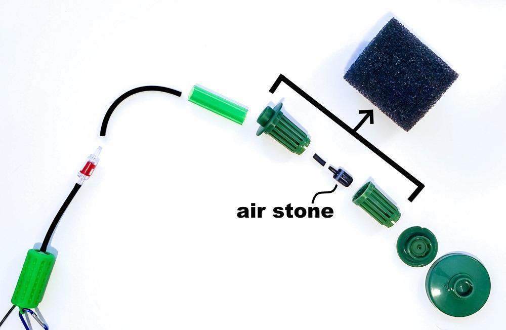 piedra de aire en un filtro de esponja