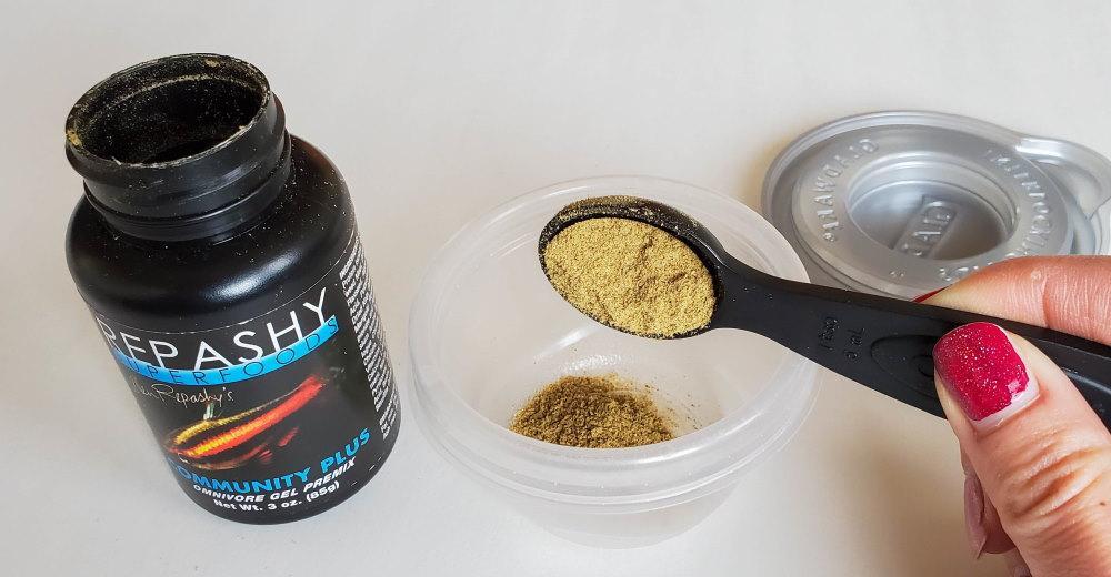 02 añadiendo Repashy gel comida en polvo para peces